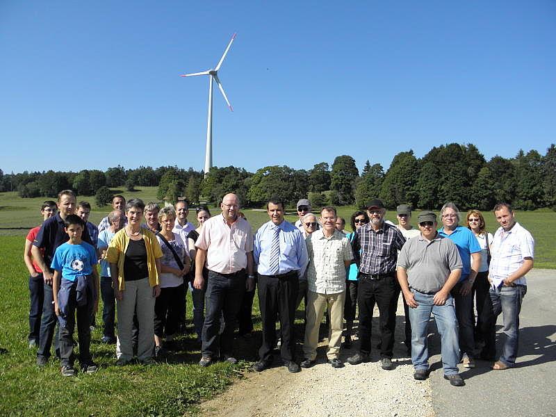 Behörden besichtigen zwei Windparks